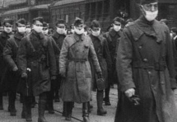 Soldats portant les masques en octobre 1918. Photo libre de droits.
