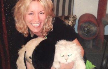 Elena avec son chat et son chien