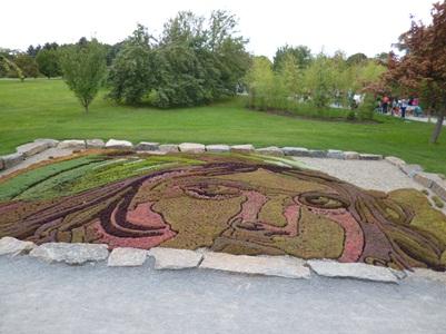 Tout comme la mosaïque originale, l'œuvre que vous avez sous les yeux a été réalisée à l'aide de 16 000 plantes. PhGrandQuebec.com