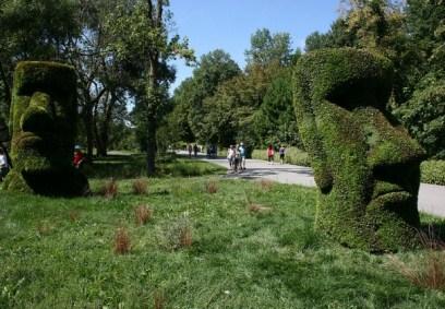 Selon une hypothèse, les statues auraient été tirées en position debout à l'aide de corde. Photo : © Univers.GrandQuebec.com