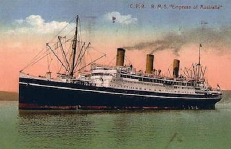 Le paquebot Empress of Australia, carte postale de l'époque. Image libre de droits.