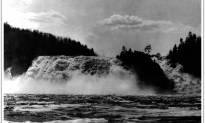 Photographie :Chute de High Falls avant la construction du barrage en 1929. Image libre de droits.