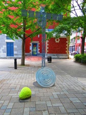 Place Kondiaronk en face du Centre d'Histoire de Montréal. Photographie par Megan Jorgensen.