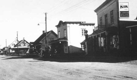 Une rue de Sainte-Marie-Salomé, photographie des années 1950, image libre de droits.