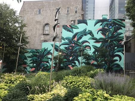 Jardin de Lyon, place J.-Ernest-Laforce: Né en 1879 et décédé en 1977, journaliste. Le jardin de Lyon a été réalisé en l'an 2000. Entente de coopération et d'échanges entre les villes de Montréal et de Lyon.