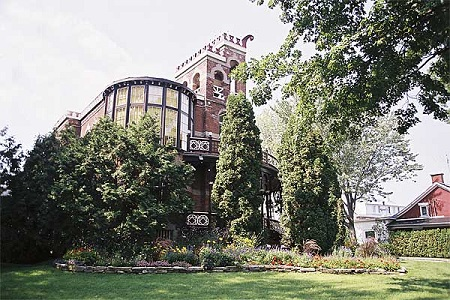 Château Saint-Antoine, source de la photographie: Site Web de la municipalité.