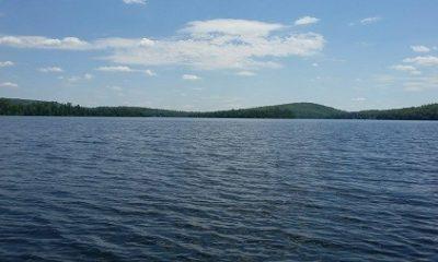 Vue panoramique du lac des Îles. Source de la photographie : lacdesiles.info.