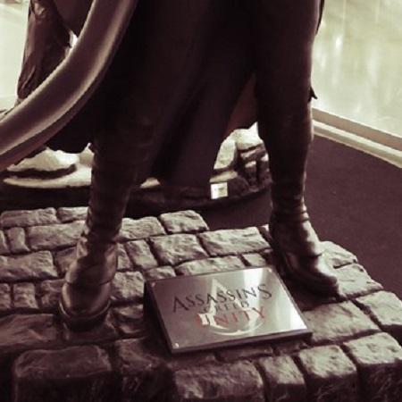 Dans sa propriété du Vénadou, Georges Romery, devenu fou furieux, tente d'étrangler sa femme et tue d'un coup de poignard M. Frédéric Launay, accouru au secours de la malheureuse… (Manie de la persécution, par Louis C. Thomas. Nuit d'épouvante au cap Bénat). Photographie de Megan Jorgensen.