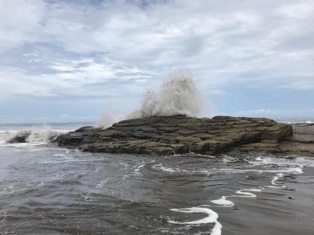 Une vague énorme. Photographie de Megan Jorgensen.