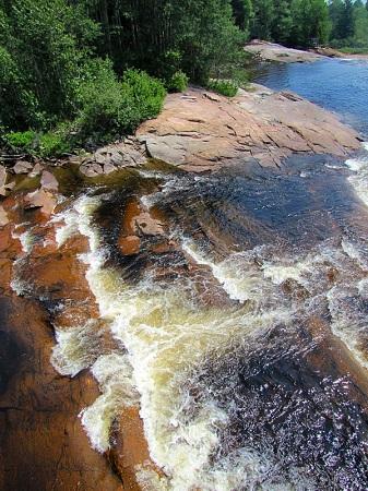 Chute de la rivière Sault-au-Mouton. Source de la photographie : site Web de la municipalité de Longue-Rive.