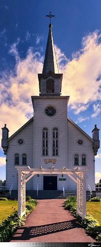 L'église de Notre-Dame-de-la-Salette, une église au coeur de son village au pays de l'Argile, dans l'Archidiocèse de Gatineau en Outaouais. Source de la photographie: Site Web de la municipalité.