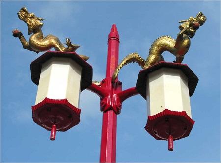 Lampadaire de Chinatown. Photographie : Copyright © GrandQuebec.com.
