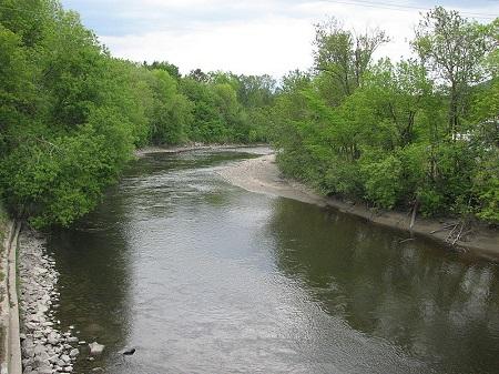 Rivière du Gouffre à Baie-Saint-Paul. Source de la photographie : commons.wikimedia.org/wiki/File:Riviere_Gouffre.JPG Auteur: Stéphane Batigne.