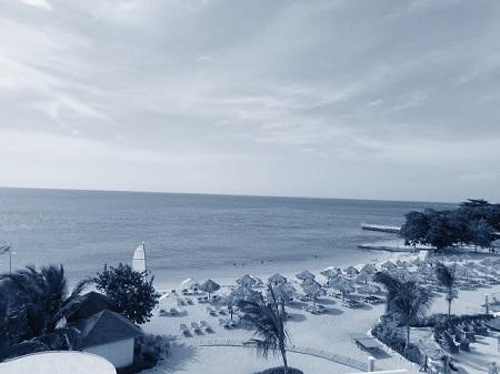 « Travaillez dur à vous accomplir en développant vos capacités. » (Sénèque). Une plage au Jamaïque. Image : © Megan Jorgensen,