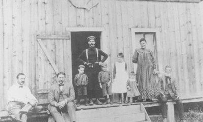 Résidents de Saint-Alexis-des-Monts vers le début du XXe siècle. Photographie libre des droits.