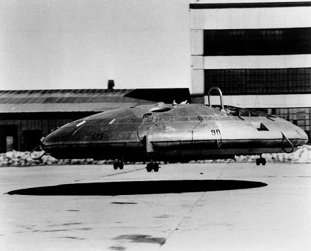 Soucoupe volante en séance de test Copyright © U.S. Air Force