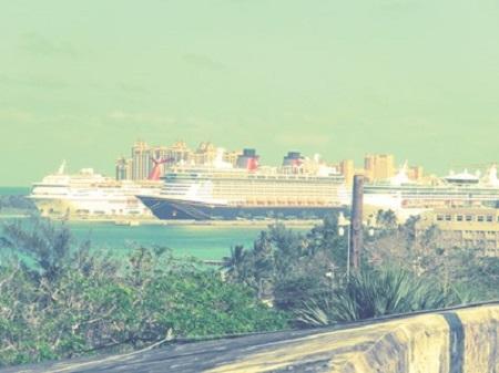 Un paquebot de croisière à Nassau. Photographie par Megan Jorgensen.