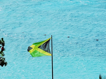 Drapeau de Jamaïque, dont l'indépendance a été proclamée le 6 août 1962. Photo par Megan Jorgensen.