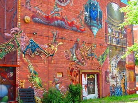 Dans la paix, les fils ensevelissent leur père ; dans la guerre, les pères ensevelissent leurs fils. (Hérodote). Photographie d'une graffiti de Montréal par Megan Jorgensen.