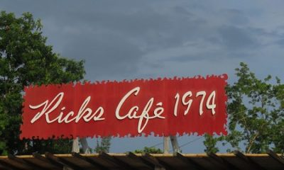 kicks café