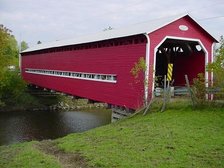 Pont couvert de Saint-Séverin. Source de la photographie : Site Web de la municipalité.