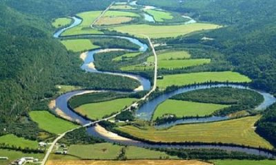 Cours serpentin de la rivière Croche. Source de la photographie : Auteur : Patrick Weider.