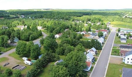 Vue aérienne de Sainte-Angèle-de-Prémont.  Source de la photographie : Site Web de la municipalité