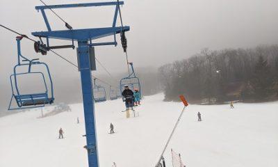 Remontée mécanique d'une station de ski. Photographie de Nastena Ustinova.