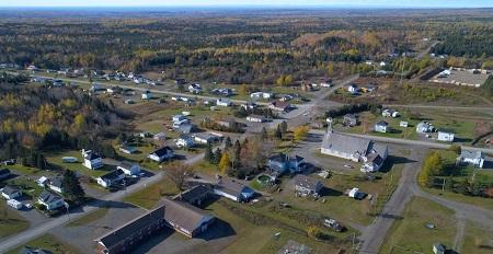 Vue aérienne de la municipalité de Saint-Elzéar. Source de la photographie : Site Internet de Saint-Elzéar.