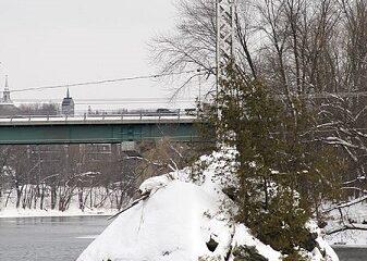 Le Mena'sen en hiver. Source de la photographie : commons.wikimedia.org/wiki/File:Mena%27sen_(jour,_hiver_2011).JPGAuteur : UncivilFire.