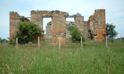 Les ruines de la Maison hantée. Source de la photographie: notredamedesneiges.qc.ca/category/nos-legendes