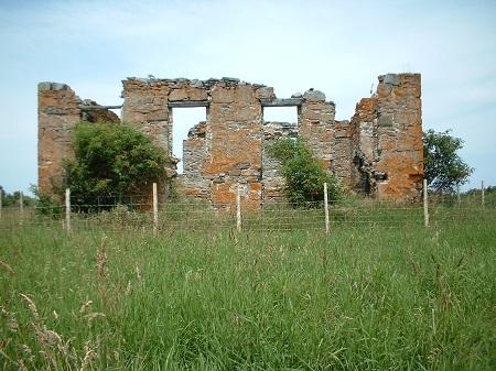 Les ruines de la Maison hantée. Source de la photographie: notredamedesneiges.qc.ca/category/nos-legendes.
