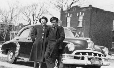 oseph Tremblay et son Pontiac 1950. L'enseigne sur le toit ressemble à celle de taxi Métropole, mais la compagnie n'existait pas encore au début des années 50. Source de l'image : https://montrealtaxi.blogspot.com/2011/03/taxi-veteran-pontiac-1950.html. Image libre de droits.