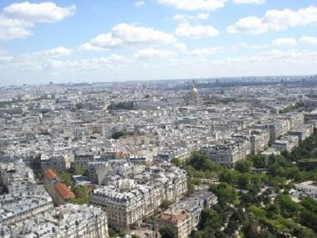 Vue de Paris des cieux. Photographie de GrandQuebec.com.