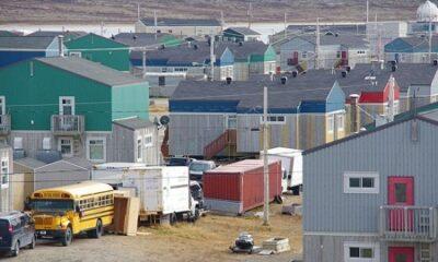 Inukjuak. Source de la la photo : commons.wikimedia.org/wiki/File:Inukjuak2014.jpg. Auteur : Ian Schofield.