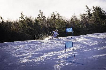Une jeune skieuse. Photographie de GrandQuebec.com.