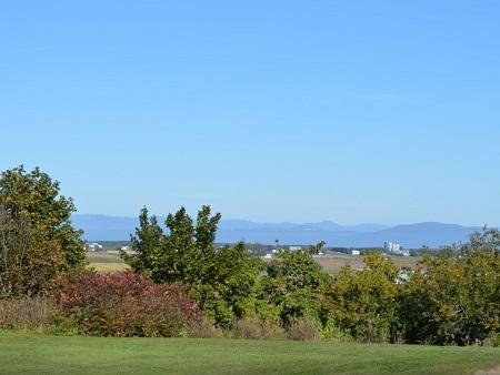 Vue panoramique de Saint-Pierre-de-la-Rivière-du-Sud. Source de la photo : Site Internet de la municipalité.