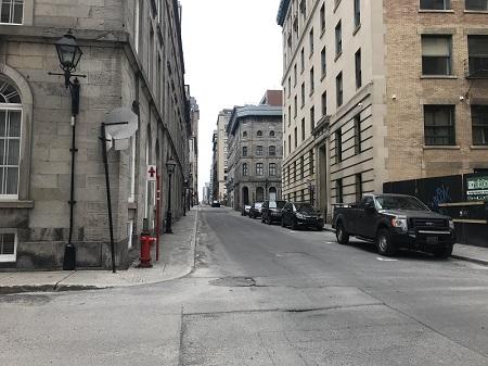 Rue de l'Hôpital de Montréal. Photo de GrandQuebec.com.