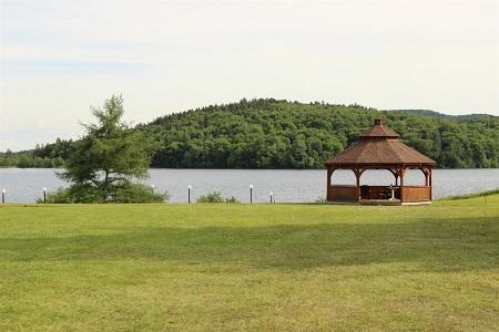 Lac Delage. Source de la photo : Site Web de la ville de Lac-Delage.