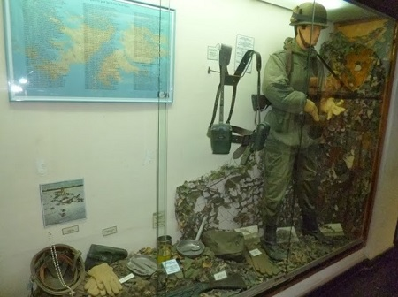 Soldat argentin sur les îles Malouines.