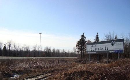 Panneau de la vitrine industrielle de Saint-Nicéphore sur le bord de l'autoroute 55 (Joseph Armand Bombardier)