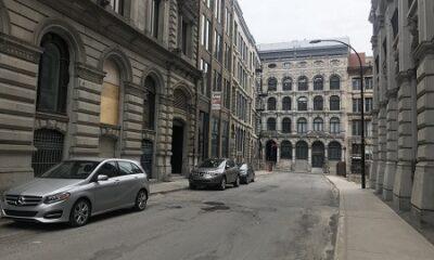 Une rue déserte au coeur du Vieux-Montréal en pleine pandémie du Covid19, en 2020. Photo de GrandQuebec.com.