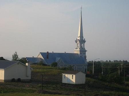 Église paroissiale de Saint-Joseph-de-Lepage. Source de la photo : commons.wikimedia.org/wiki/File:Saint-Joseph-de-Lepage2.jpg. Auteur : Charny.