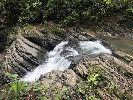 Quand un hôte vous rend visite, honorez-le. Cascades au Costa Rica. Photo de Megan Jorgensen.