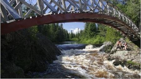 Rivière Saint-Jean-Sud-Ouest à la hauteur de la municipalité de Saint-Fabien-de-Panet. Source de l'image : Site Web de cette municipalité.
