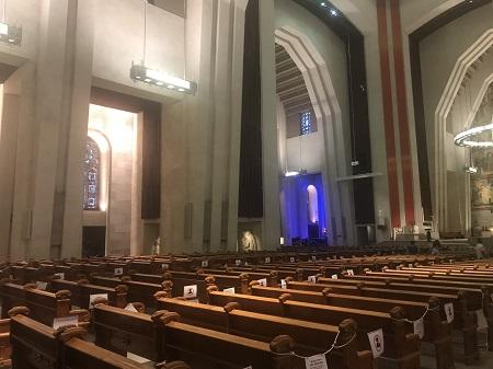L'homme fort est celui qui remporte la victoire sur lui-même. La nef de l'Oratoire Saint-Joseph. Photo de Megan Jorgensen.
