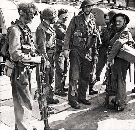 Soldats du régiment après leur retour en Grande-Bretagne. Photo de l'époque, image libre de droits.