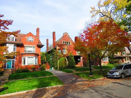 Une autre vue typique des maisons résidentielles de Rosedale. Photo de Megan Jorgensen.