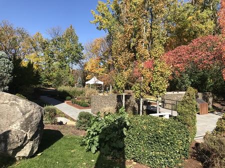 Jardin des mémoires. Photo de GrandQuebec.com.