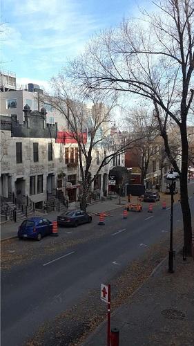 Voitures à Montréal. Photo de GrandQuebec.com.